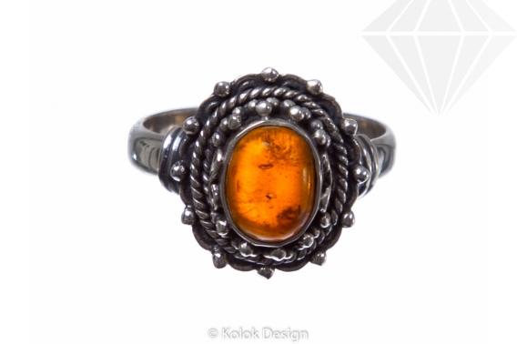 kolok.ro-Inel din argint 925 cu o piatră ovală din chihlimbar-KONFI54-30