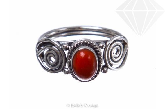 kolok.ro-Inel delicat din argint cu o piatră ovală de carneol-KONFI83-30