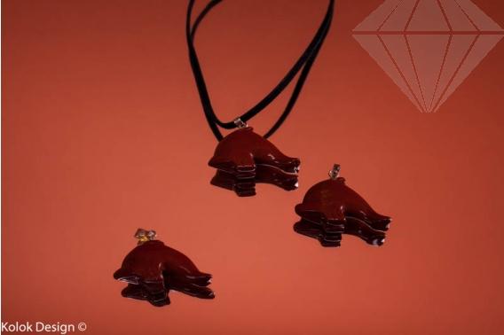 kolok.ro-Pandantiv din jasp roșu în formă de delfin-KD15933-30