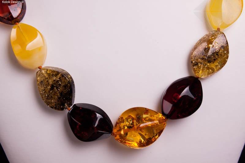 Bijuterii pietre semipretioase Cumpără Colier din chihlimbar baltic cu mărgele mari și ovale, la ...