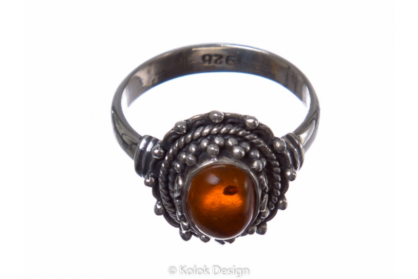 kolok.ro-Inel din argint 925 cu o piatră ovală din chihlimbar-KONFI54-00