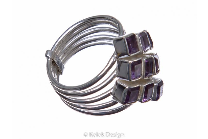 kolok.ro-Inel argint în formă de romb cu pietre de ametist 6-KDP137-00