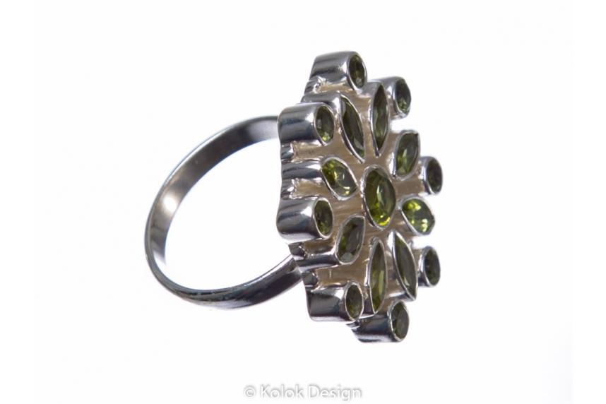 kolok.ro-Inel argint 925 stil oriental cu pietre mici de peridot-KONFI60-00