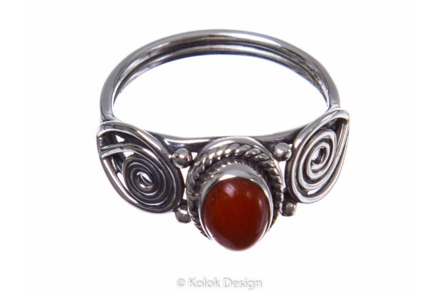 kolok.ro-Inel delicat din argint cu o piatră ovală de carneol-KONFI83-00