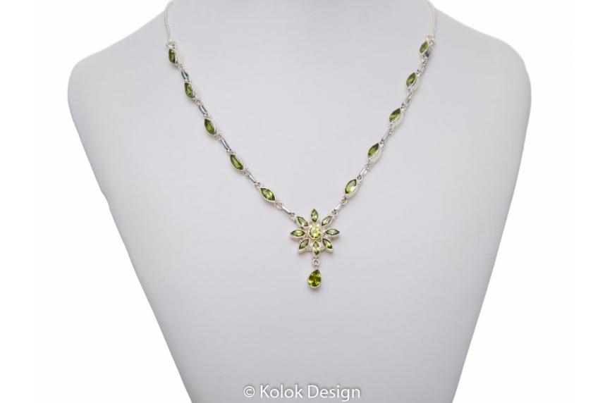 kolok.ro-Colier argint 925 cu pandantiv floare cu pietre de peridot-KDP64-00