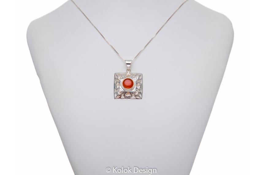 kolok.ro-Pandant pătrat din argint cu o piatră rotundă de carneol-KDP177-00